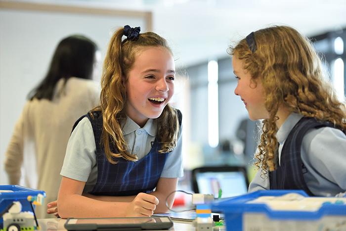 星二代顶级教育再登热搜!在国内上国际学校,和直接国外读书有何不同?