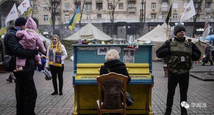 一架钢琴变成了公共物品
