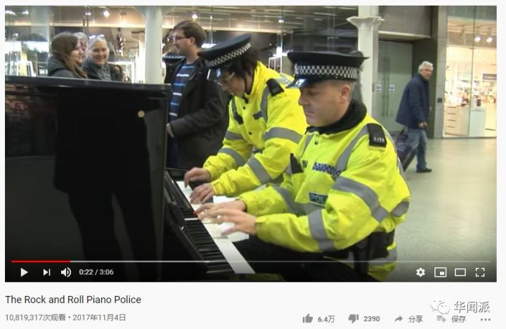 英国街头钢琴每天被无数人弹奏04